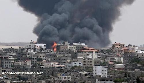 Bombardeo israeli contra posiciones de Hamás en Gaza