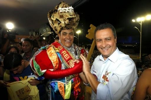 Resultado de imagem para Alan Nery sozinho rei momo de Salvador