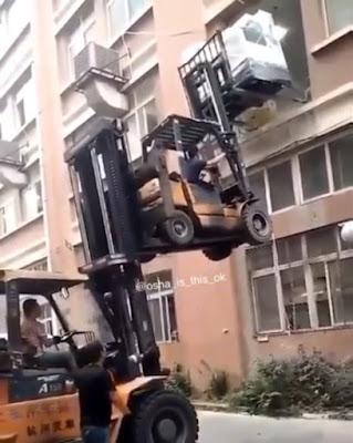 empilhadora acidente mudanças empilhar cuidado arriscado