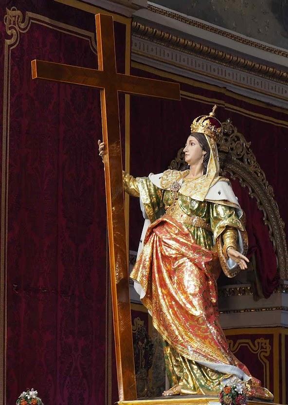 Santa Helena, mãe de Constantino imperador, recuperou as relíquias da Paixão, no século IV. E pediu para seu filho fazer a primeira igreja do Santo Sepulcro. Imagem na basílica de Santa Helena, em Birkirkara, Malta