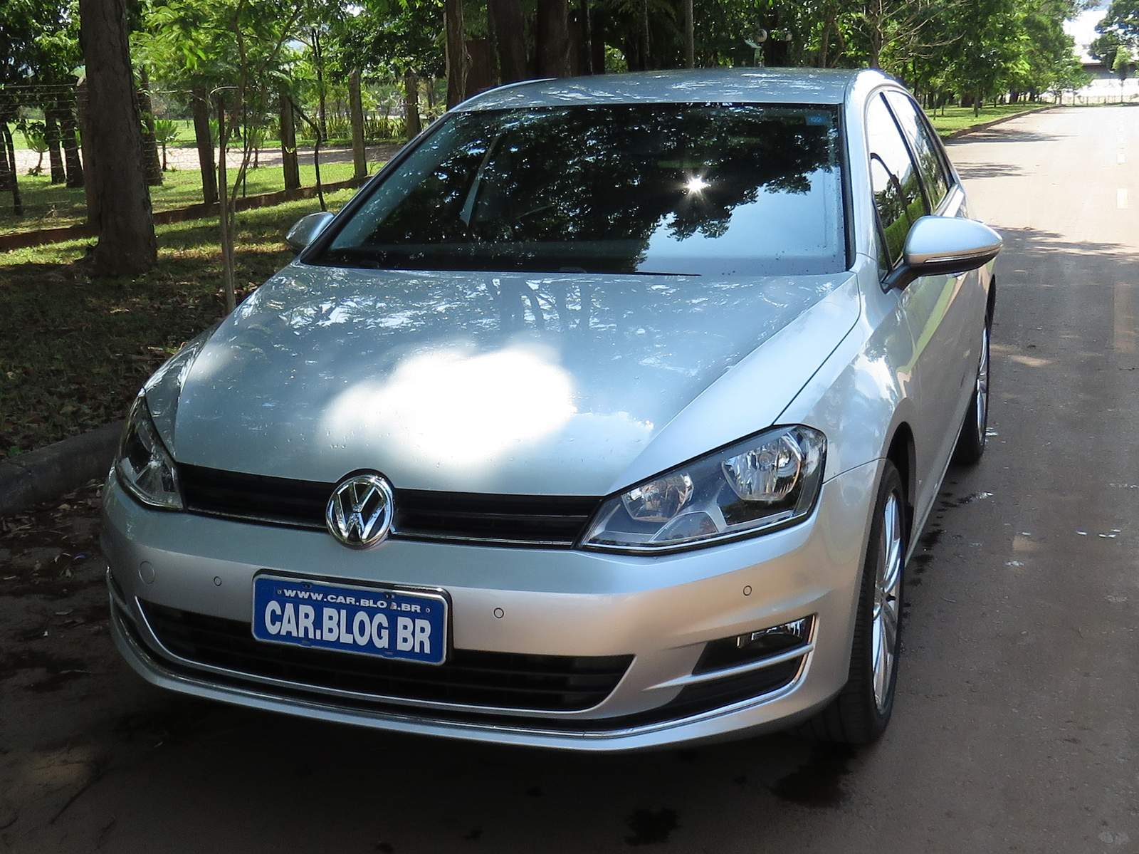 Volkswagen Golf - hatch médio mais vendido do Brasil