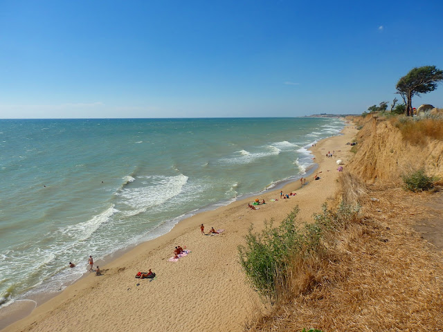 Klify, plaża i Morze Czarne. Ukraina, okolice Iliczewska