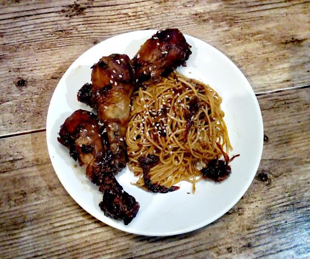 kurczak teriyaki kurczak w sosie teriyaki pałki z kurczaka po chinsku makaron chow mein kurczak z kapusta kiszona kurczak z sezamem danie chinskie kurczak po chinsku
