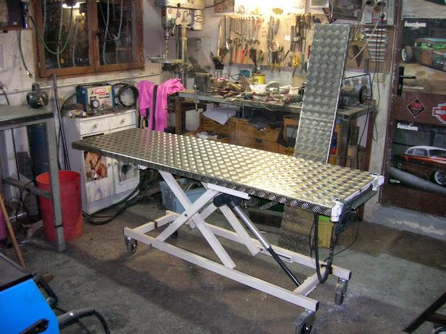 greaser garage l ve moto pital. Black Bedroom Furniture Sets. Home Design Ideas