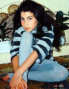 Foto de Amy Winehouse en la adolecencia sin maquillaje