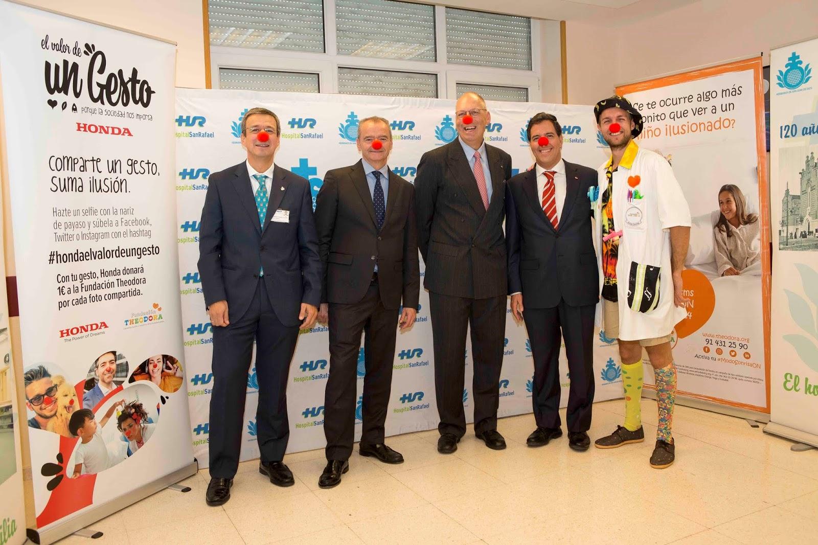 a32a3409c4 Momento de la entrega de la donación en el Hospital San Rafael de Madrid
