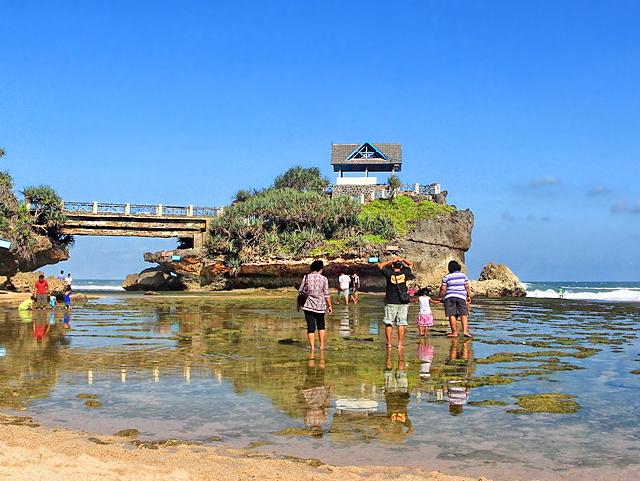 Wisata Ke Pantai Kukup