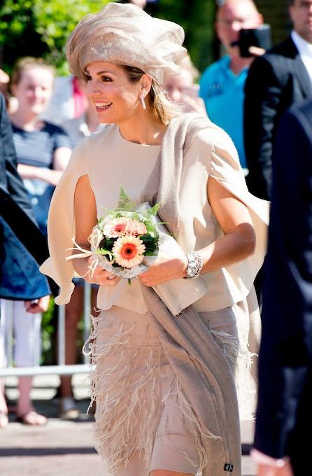Dutch Queen Maxima launched National campaign of the 11th Neighbour's Day (Burendag). Queen Maxima wore Natan Dress, hat