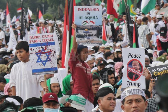 Aksi Bela Palestina di Monas Terbesar di Dunia
