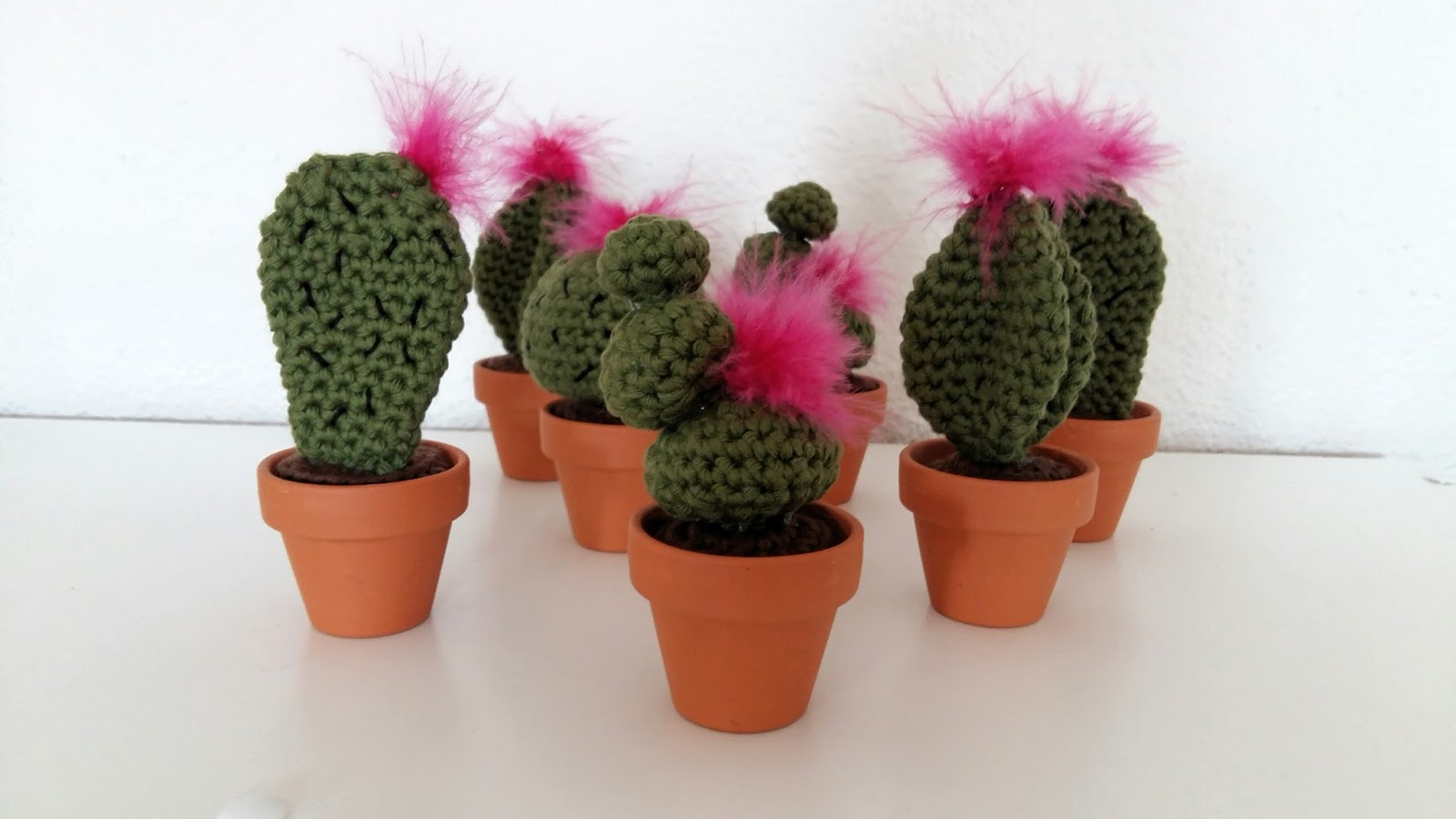 f e du tricot mini cactus au crochet tuto inside. Black Bedroom Furniture Sets. Home Design Ideas