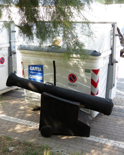 The Cannon at the Dumpster, Viale Italia, Livorno