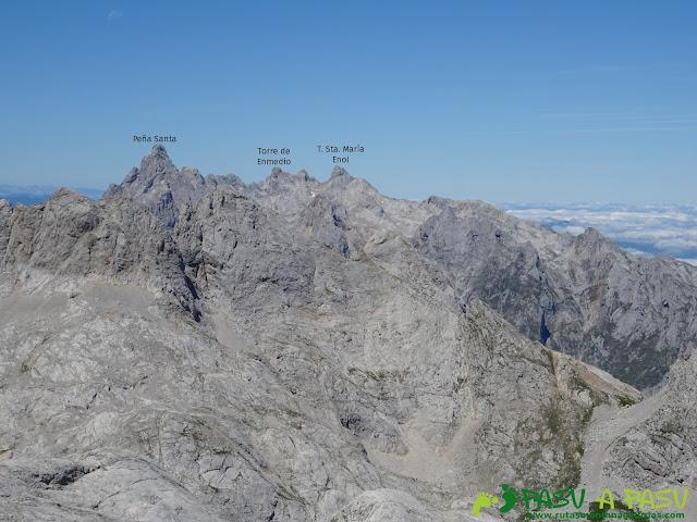 Ruta Pandebano - Refugio de Cabrones: Vista de la Peña Santa desde la Torre Arenera II