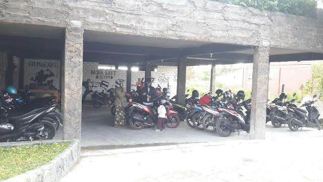 Area Parkir Sepeda Motor