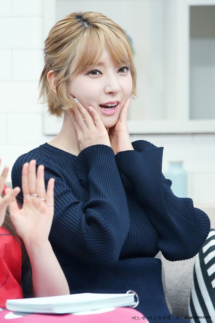 Aoa Choa Garners Attention With Her Cute Expressions