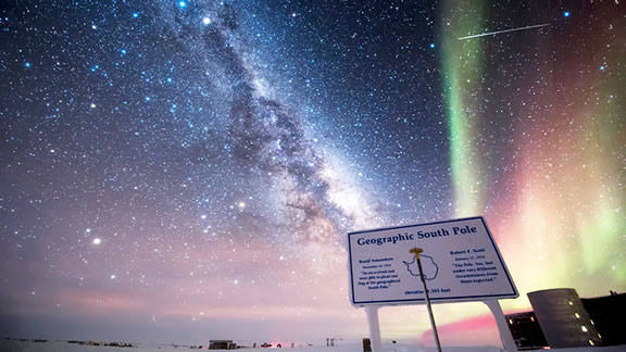 The south pole has lights too! (Source: biggeekdad.com/2019/02/beautiful-southern-lights/)