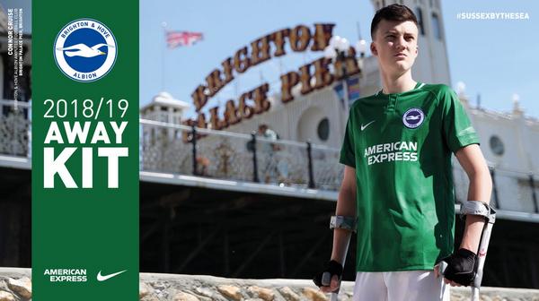 63026d70e1 La camisetas Brighton - Hove Albion 2019 verde del club es un guiño al  maillot original del club. Originalmente conocido como Brighton United en  1898, ...