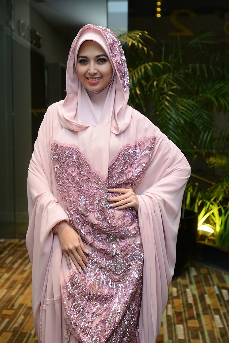 Sylvia Fully artis manis dan ho tpakai hijab