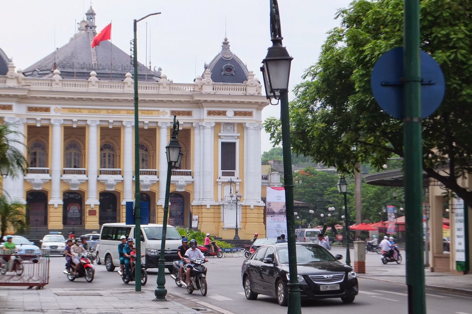 Hanoi-opera-house and stock exchange