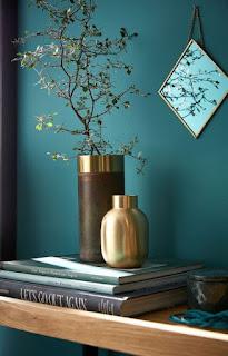 Mur peint en vert.