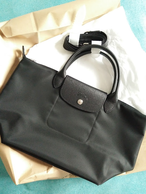 image of longchamp neo small black