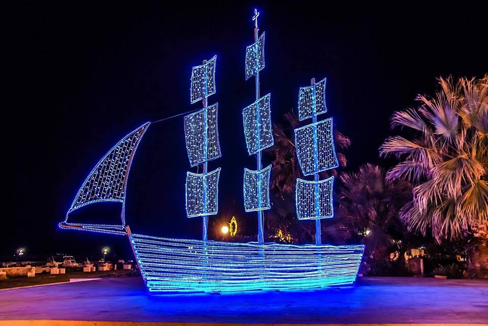 Greek Christmas Customs & Traditions - Christmas Boat Karavaki ...