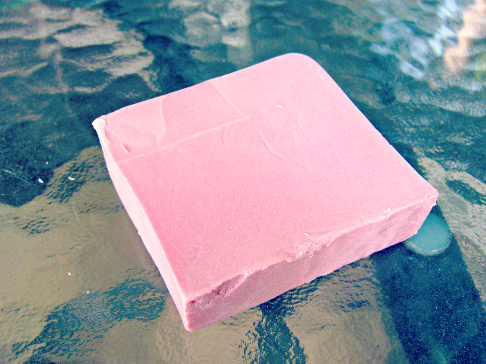 lush-cosmetics-rock-star-soap