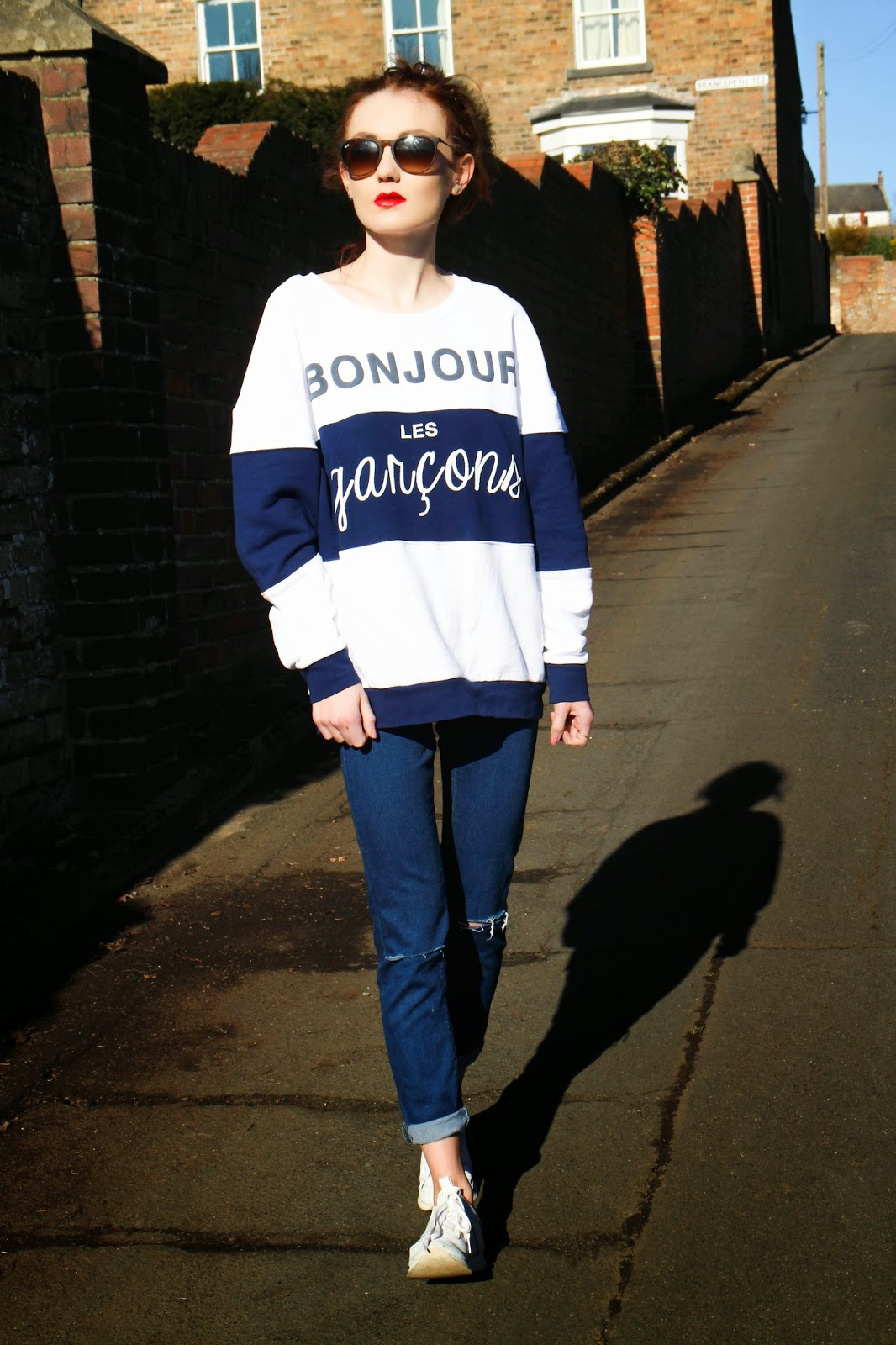 a7e416ec4559cb SWEATSHIRT  RIVER ISLAND   SKINNY RIPPED JEANS  ASOS   TRAINERS  ZARA     RAY BAN ERIKAS  C O SUNGLASSES SHOP Bonjour! You may have seen this jumper  in one ...