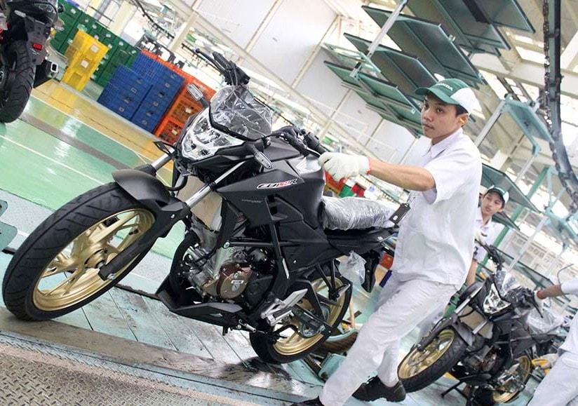 AHM rilis warna baru Stallion Black untuk New Honda CB150R StreetFire Special Edition