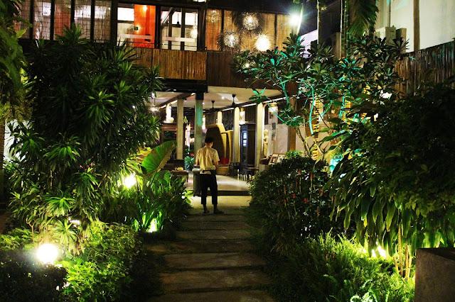 Dinner in Siem Reap, Cambodia - Asia travel blog