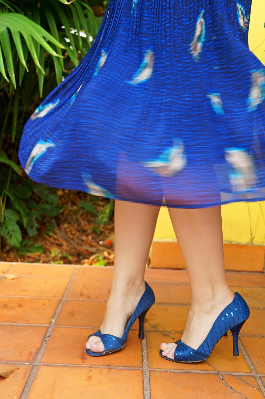 spring dress outfit, spring fashion, spring outfits, fashion blog, asos clutch, blue dress outfit, blue heels, blue shoes