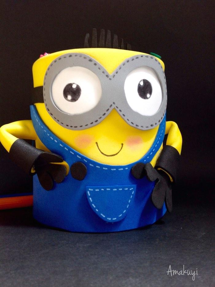 Cómo reciclar una lata y convertirla en un divertido portalápices (Minion)
