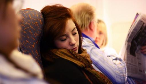 Yang Suka Travelling, Ini Tips Mudah Tidur di Pesawat