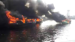 Alur Sempit Membuat Kapal KPLP Dan Kapal Pelindo II Sulit Ikut Pemadaman Kapal Ikan Yang Terbakar Di Muara Baru