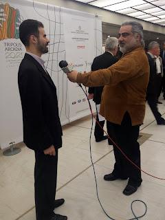 Ο Βαγγέλης Αυγουλάς κάνει δήλωση στο τοπικό κανάλι Τρίπολης