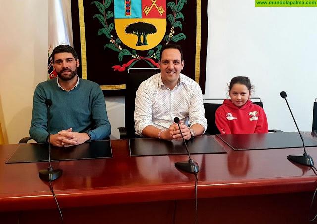 Amalia Triana, flamante campeona del Torneo Zonal de Tenis de Mesa de Madrid 2018 recibida en el Ayuntamiento de Breña Alta