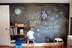 Bebê rabiscando a parede? Saiba o que fazer!