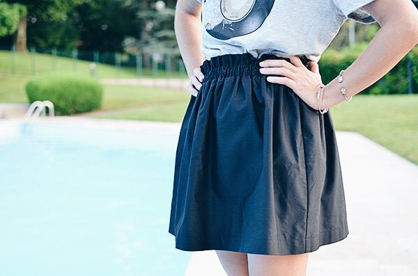 Jupe patineuse noire rigide Zara