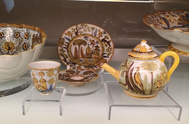 La teiera della collezione di maioliche al museo di Laterza