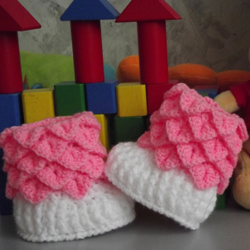 Crocodile Stitch Crochet Baby Boots - Free Pattern