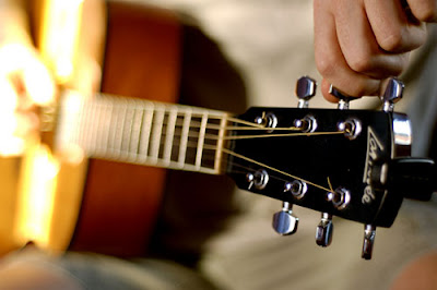 belajar gitar, belajar menyetem gitar,