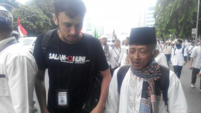 Datang Dengan Modal Sendiri, Kakek Dari Kebumen Ini Tak Rela Jika Islam Diperlakukan Tidak Adil