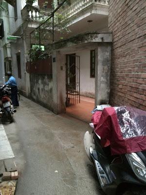 Đường vào chung cư giá rẻ Đội Cấn - Ngọc Hà