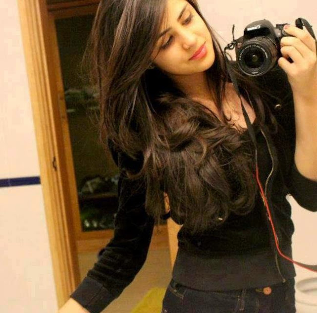 girl with dslr Whatsapp Profile Picture, DP, Images