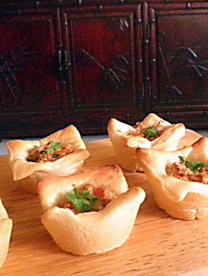 Tuna Pizza Cups Recipe @ treatntrick.blogspot.com