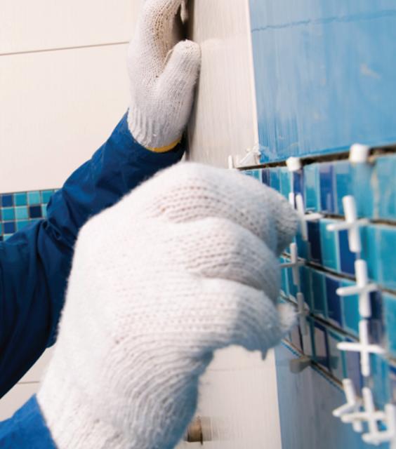 Como alinear los azulejos para enchapar una pared