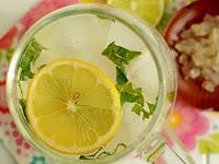 SUBHANALLAH...! Campuran Air Kelapa dan Lemon Ternyata Memiliki 10 Khasiat Luar Biasa Seperti ini