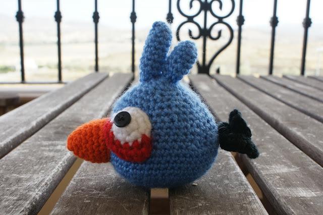 Mi mundo de baldosas amarillas: Angry bird azul (amigurumi)