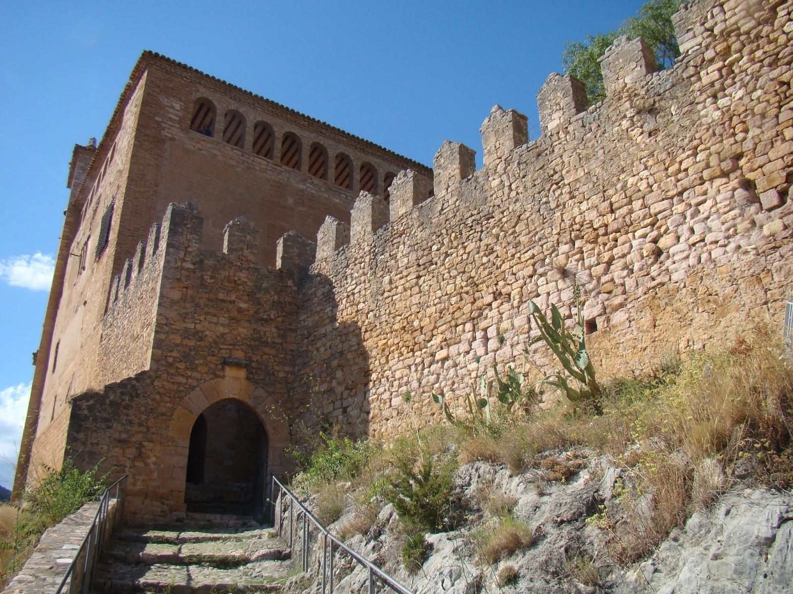 Castillos espa oles castillo de alqu zar huesca for Trazado sinuoso