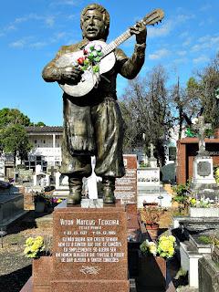 Estátua de Teixeirinha - Cemitério da Santa Casa