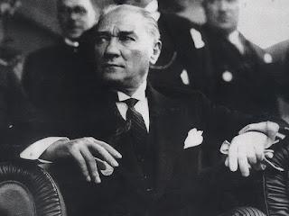 Atatürk'ün Gençliğe Hitabesi ve Gençliğin Atatürk'e Cevabı